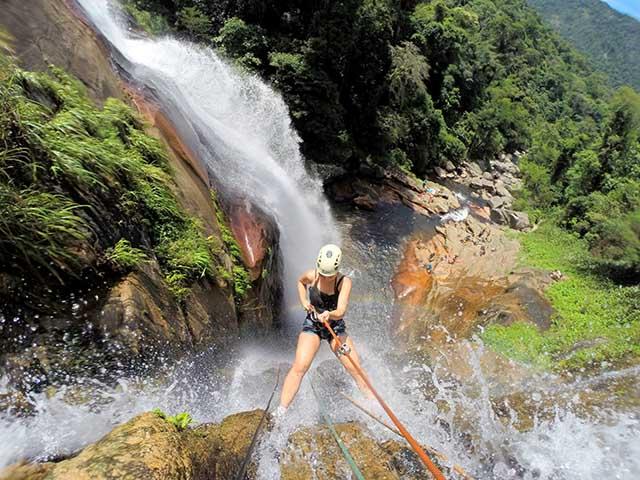 Rapel na Cachoeira Secreta